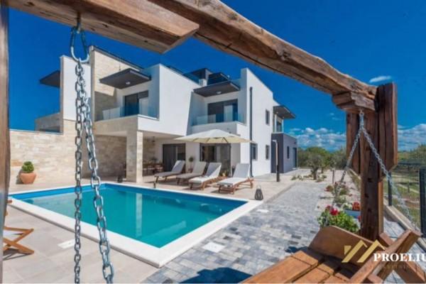 Luksuzna dvojna vila, Sukošan, 322 m2, udaljenost od mora 100m