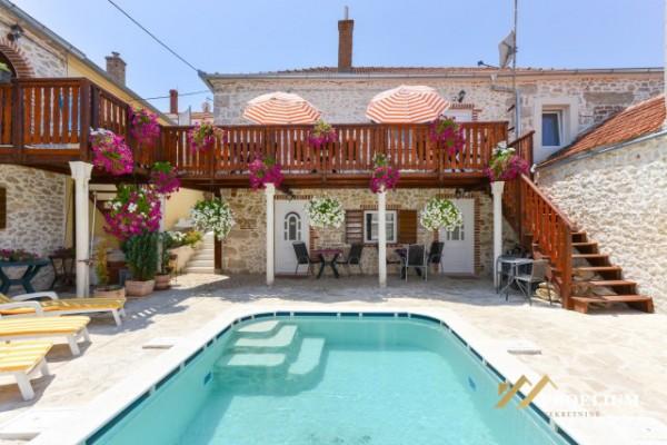 Kamena kuća sa bazenom, Zadar, 250.00m2