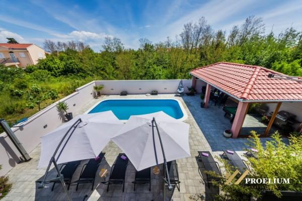 Kuća sa bazenom, Zaton, 250.00m2, katnica