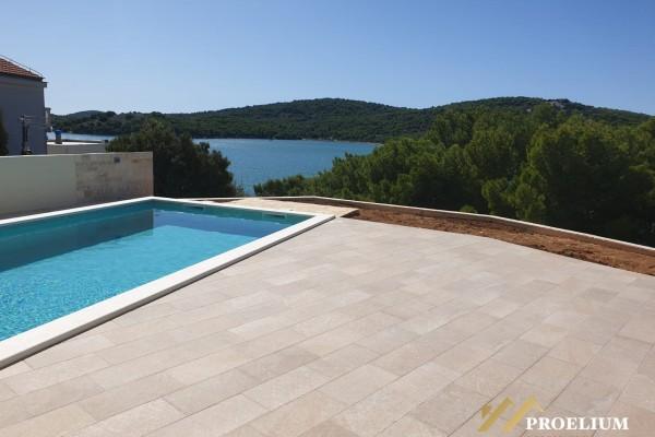 Vila sa bazenom, Tisno, 240 m2 s okućnicom od 547 m2, pogled na more
